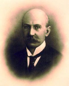 Daniel E Williams